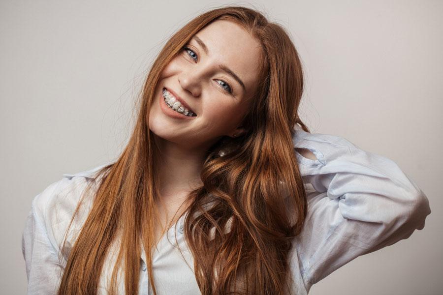 Apparecchi dentali fissi, mobili e invisibili: conosciamo le differenze